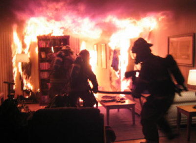 Девушка, оставившая ребенка в горящей квартире, получила год исправительных работ