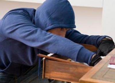 Уволенный сотрудник украл 13 тыс. руб. с предприятия