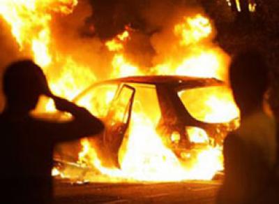 На улице Ленинградской ночью подожгли 2 машины