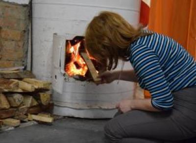 Жительницу Белозерска суд обязал топить печь