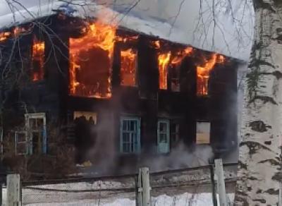 Двухэтажный дом вспыхнул в Вологде
