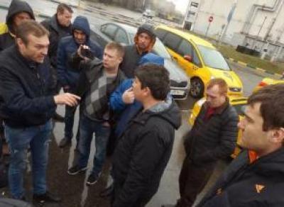 Таксисты Вологды планируют забастовку