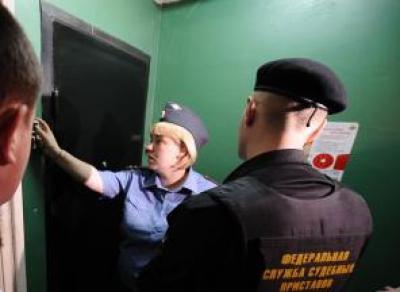 Более 600 тысяч рублей задолжала череповчанка за коммунальные услуги