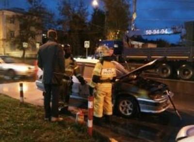 В центре Вологды горел автомобиль: водитель сбежал