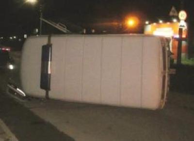 Водитель протаранил полицейскую машину и сбежал