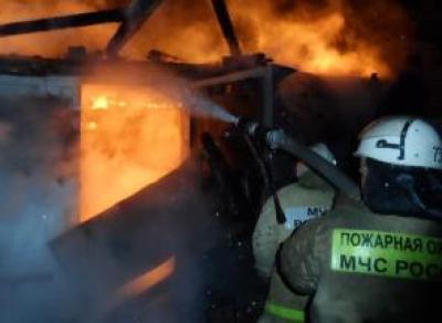 Два гаража подожгли на окраине Череповца
