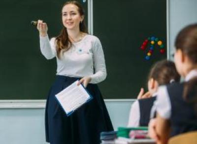 Школьных учителей заменят студенты