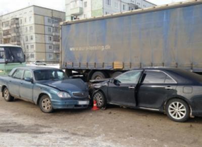 Три машины столкнулись на перекрестке улиц Дальней и Северной