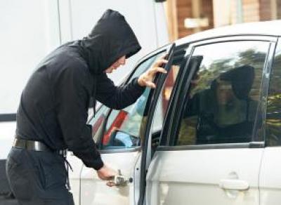 Пьяный мужчина угнал машину в Вологодской области