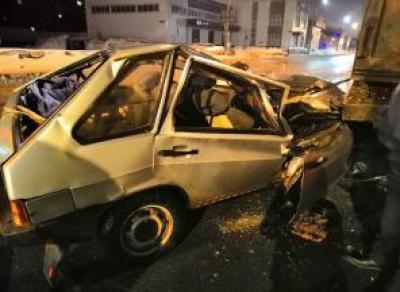 В Вологодской области пьяный водитель врезался в стоящую фуру