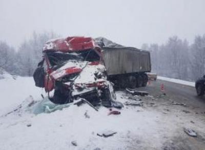 Столкновение КамАЗа и фуры: водители в тяжелом состоянии