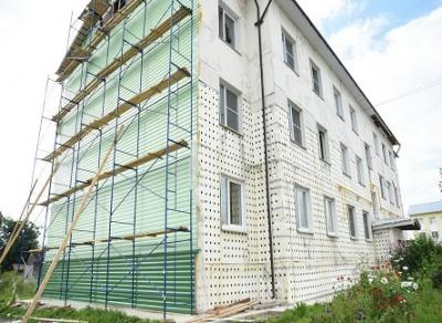 В домах на улице Колхозной продолжаются ремонтные работы