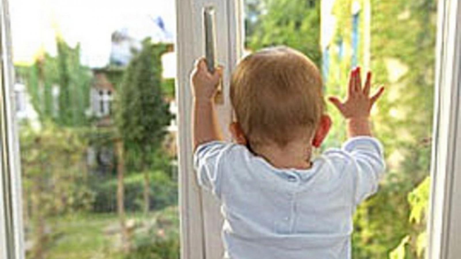 1,5-годовалый ребенок выпал из окна в Череповце
