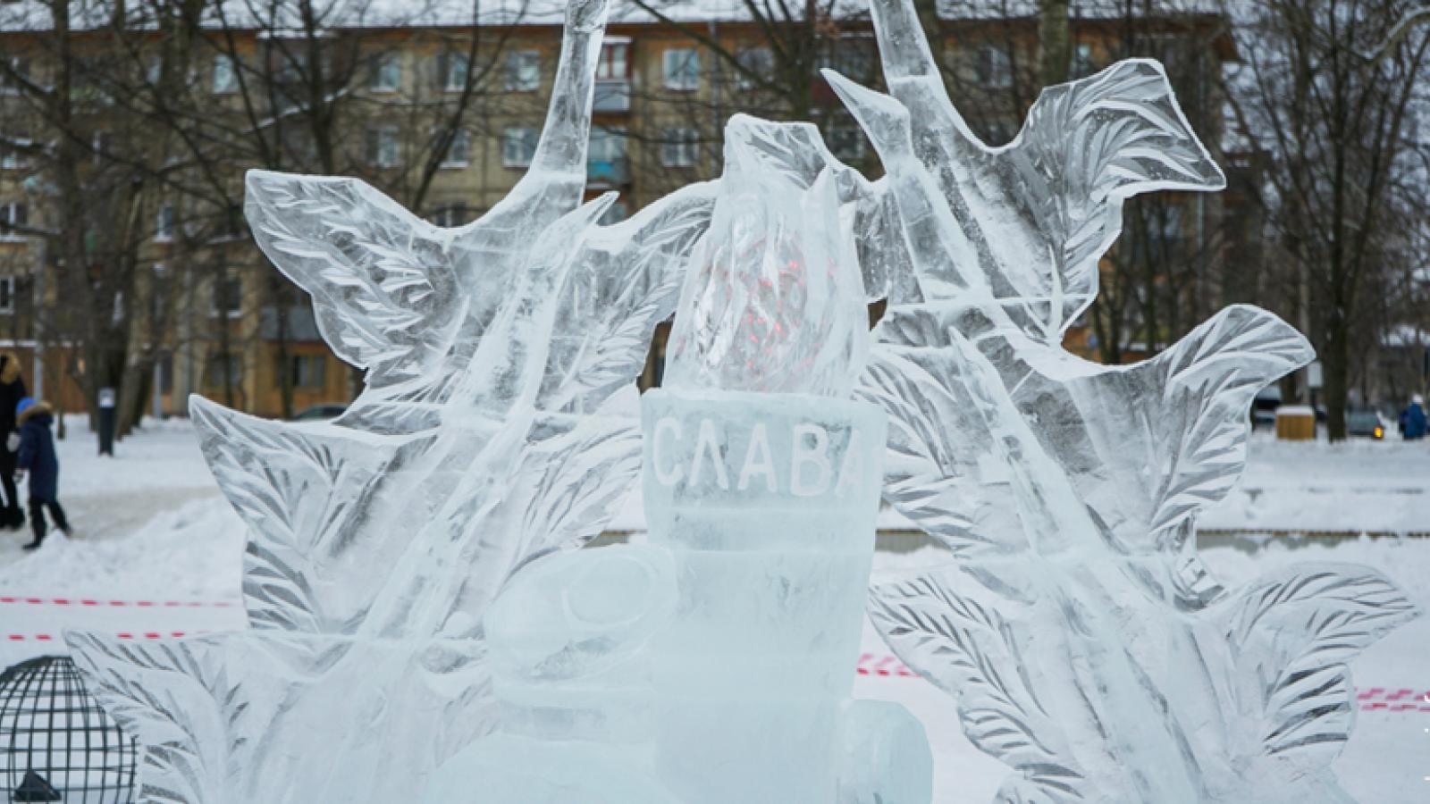 Вечный огонь изо льда «зажёгся» в Череповце
