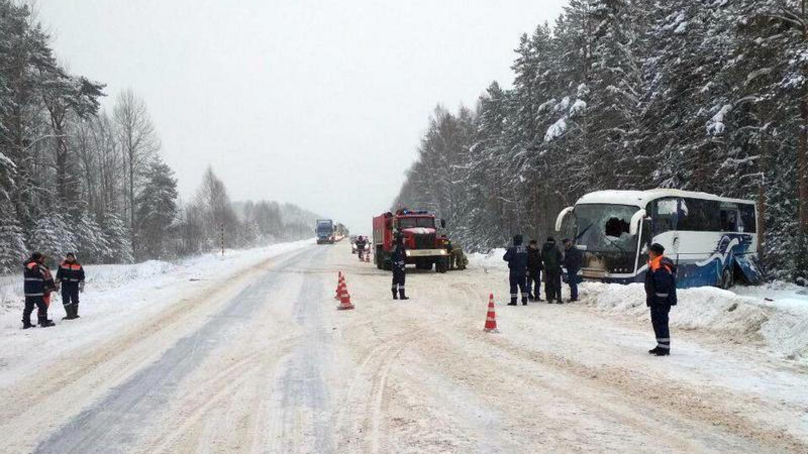 В Вологодской области перевернулся автобус с 30 пассажирами