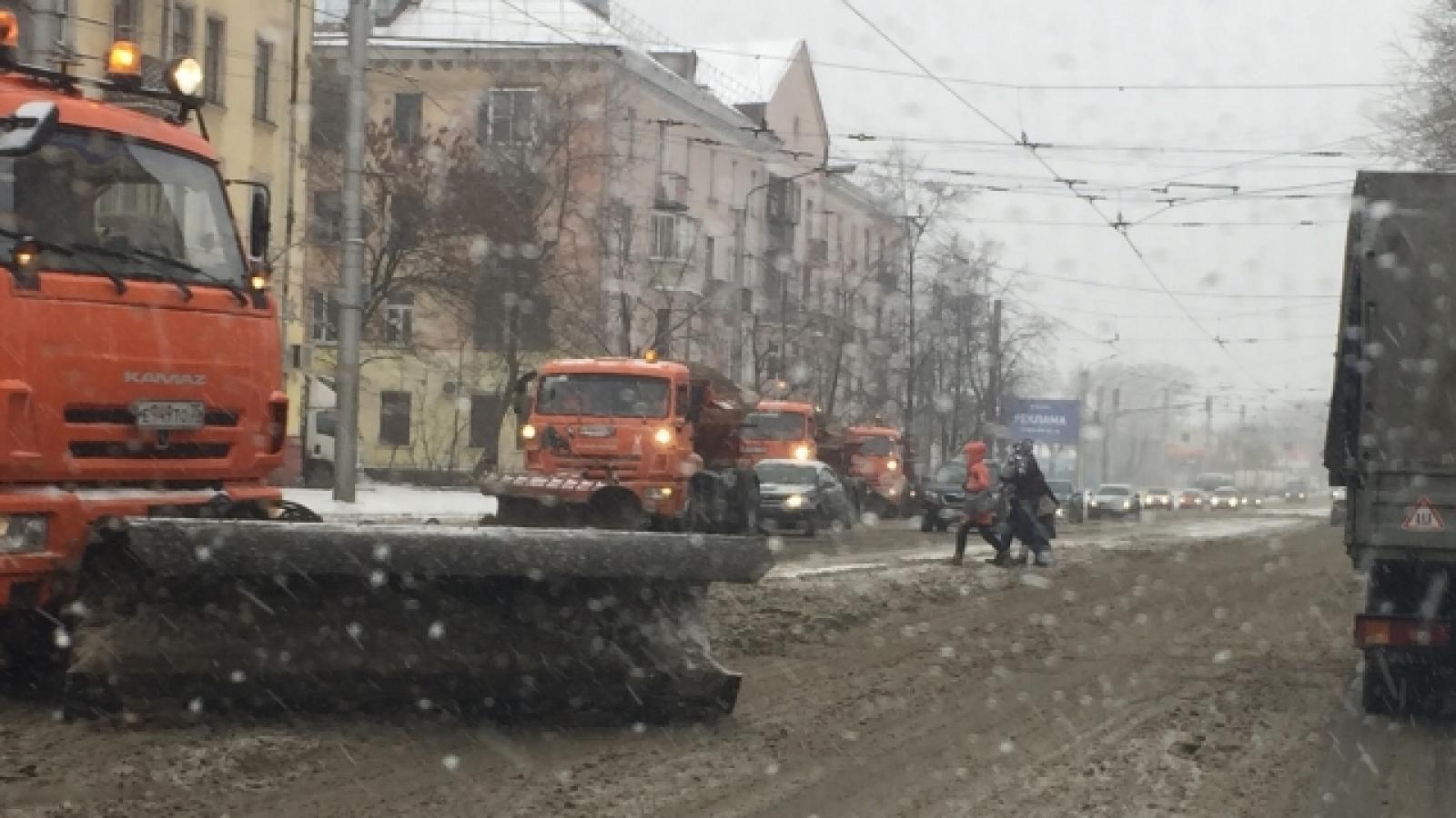 В Череповце всю ночь будут идти работы по уборке снега и гололеда
