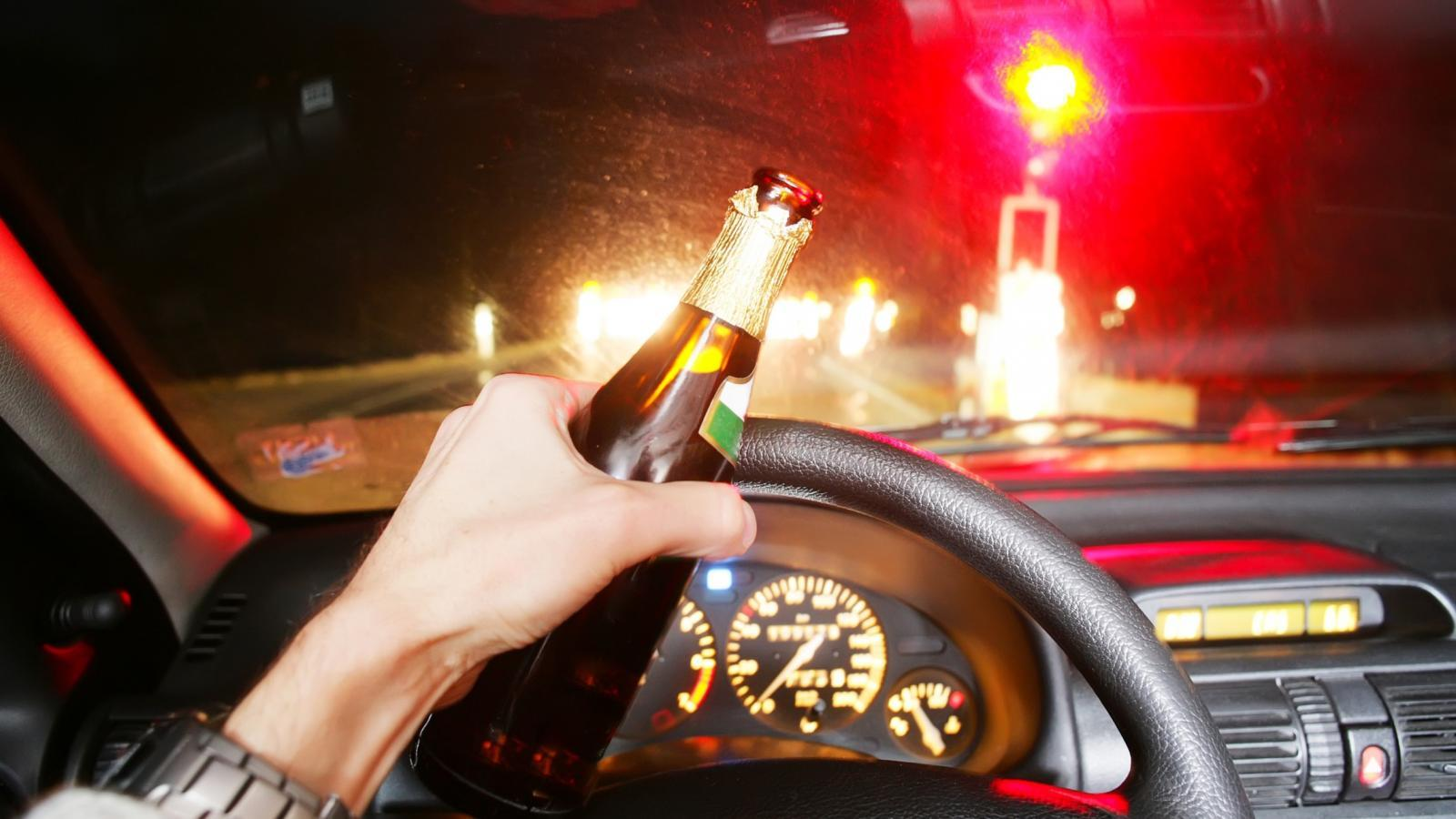 В Череповце пьяный водитель устроил хаотичную езду по встречке