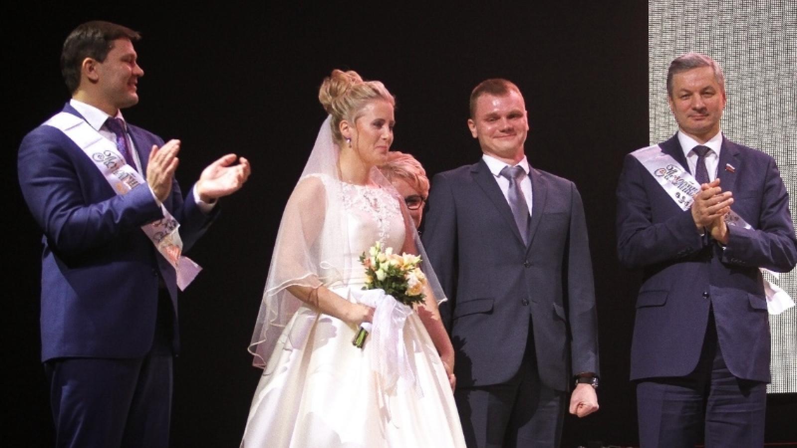 На Новогоднем приеме мэра состоялась свадебная церемония