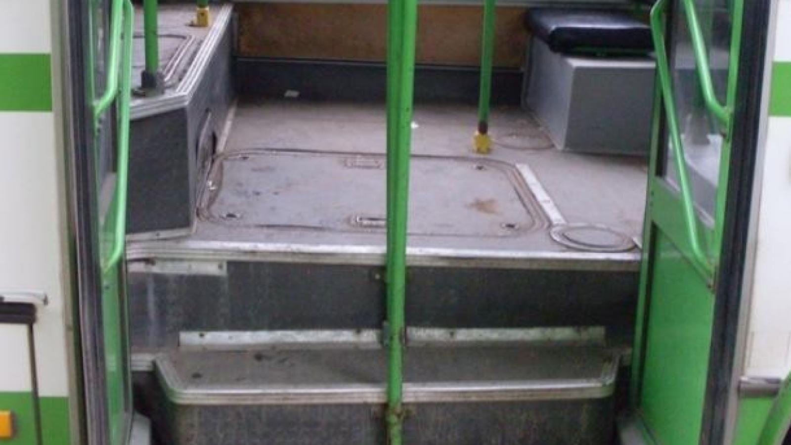 12-летней школьнице зажало голову дверьми автобуса в Вологде