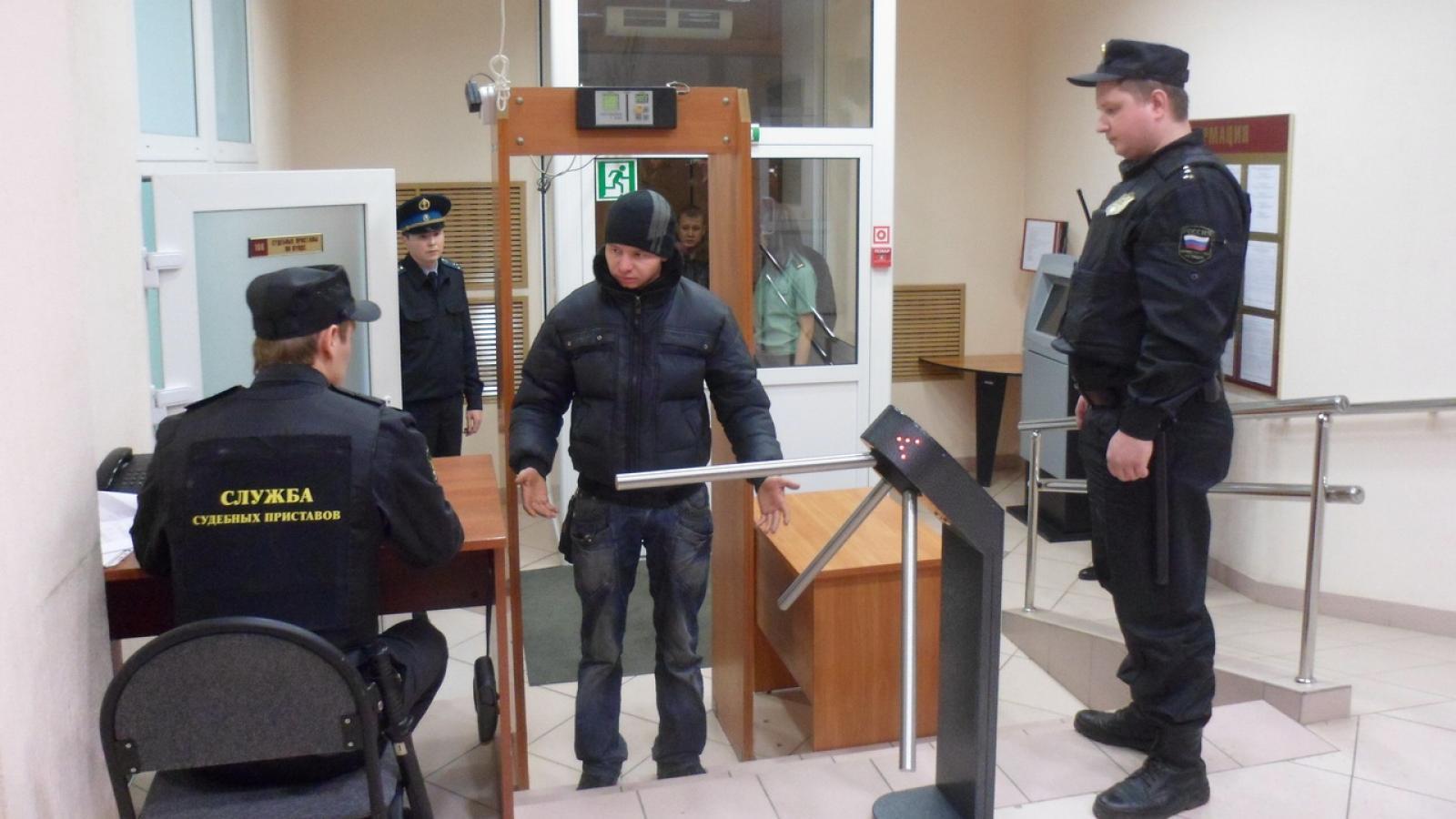 Вологжане стали ходить в суд с холодным оружием