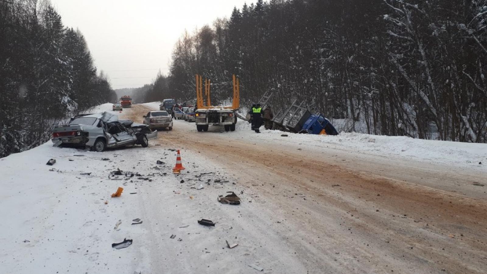 Тройное ДТП на вологодской трассе: один человек погиб