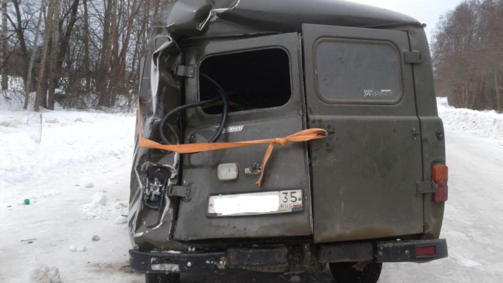 В Вологодской области «Буханка» перевернулась на трассе