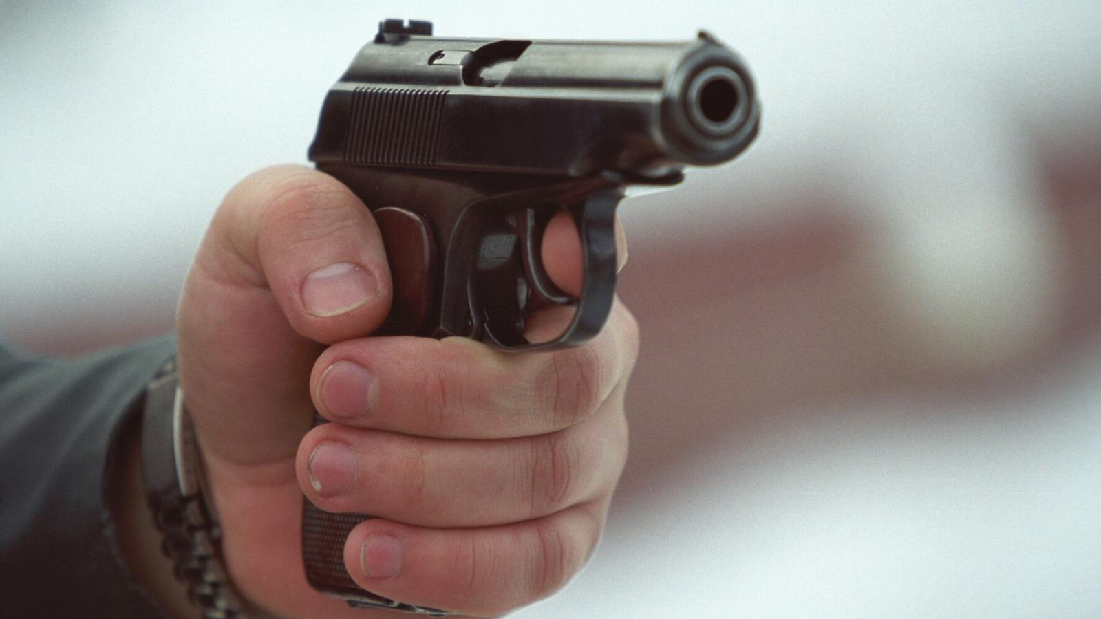 Житель Сокола застрелил мужчину, ещё одного ранил