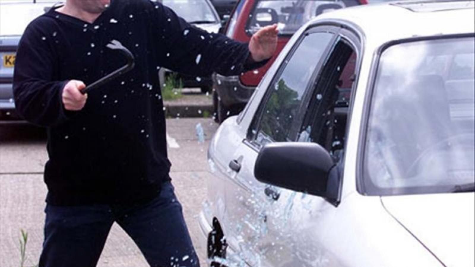 Пьяный вологжанин разгромил 4 автомобиля на парковке