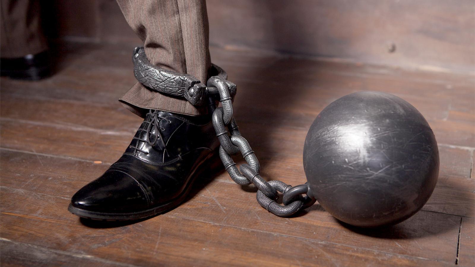 Житель Великого Устюга приковал цепью своего коллегу