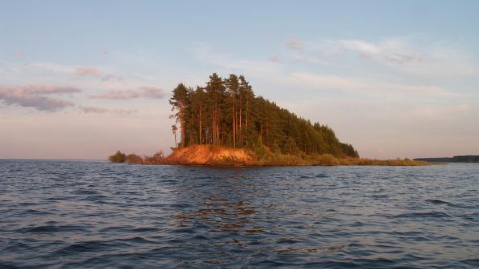 На Рыбинском водохранилище спасли двух рыбаков