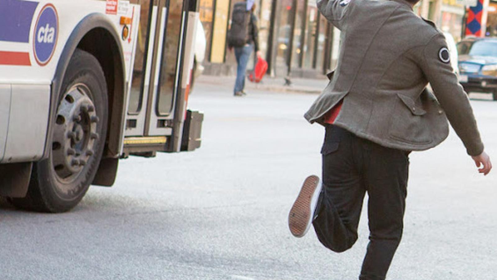 В Череповце водитель бежал за своим автобусом