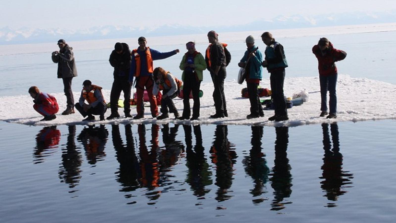 Под Череповцом 27 рыбаков унесло на льдине