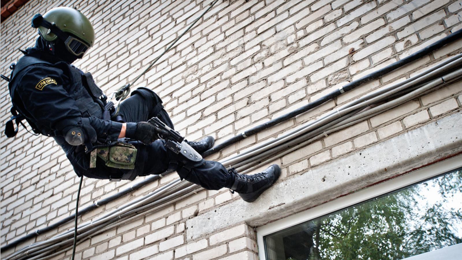 В Череповце штурмовали наркопритон