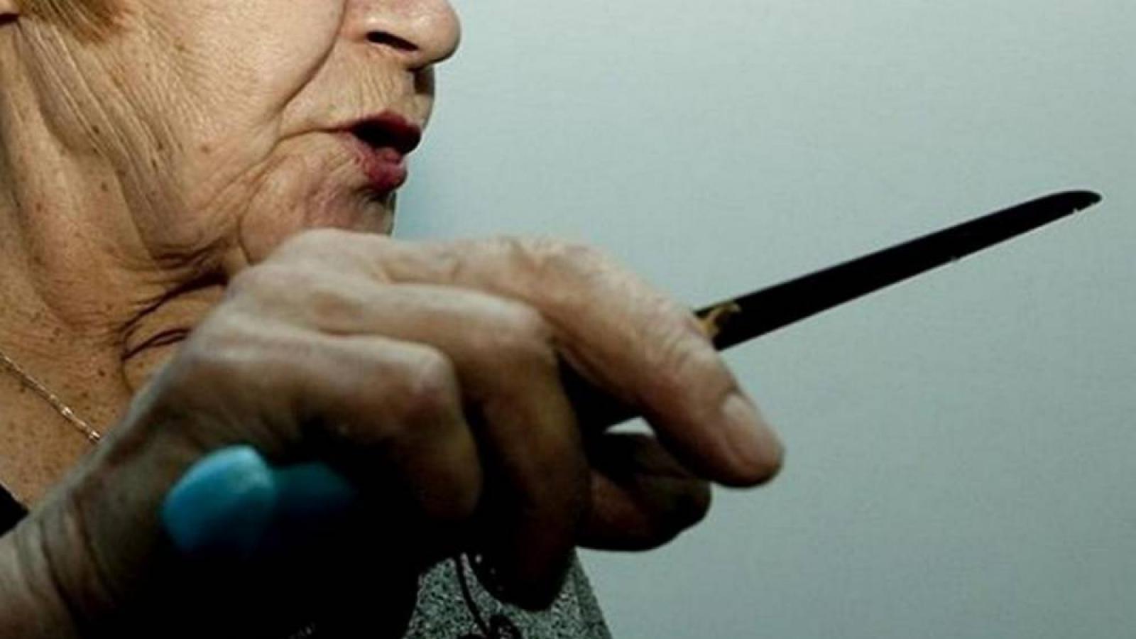81-летняя женщина зарезала сына