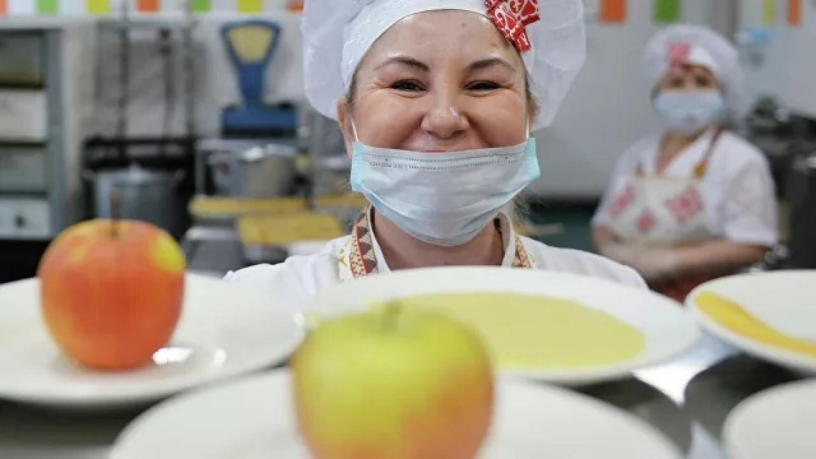 Запущена горячая линия по вопросам питания в образовательных учреждениях