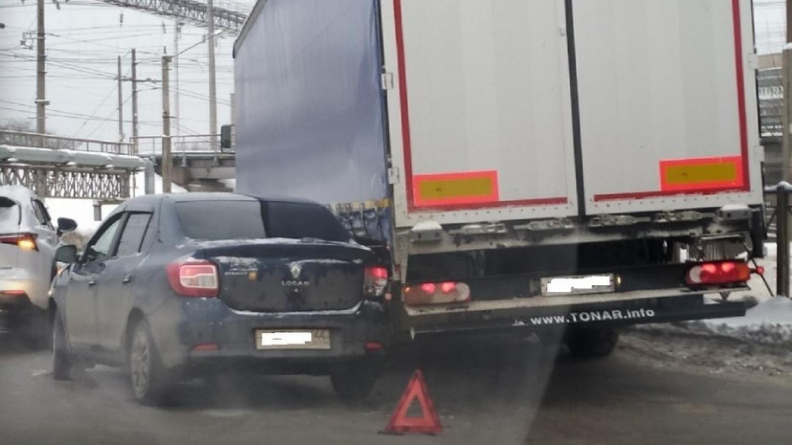 Тройное ДТП на кольцевом перекрёстке