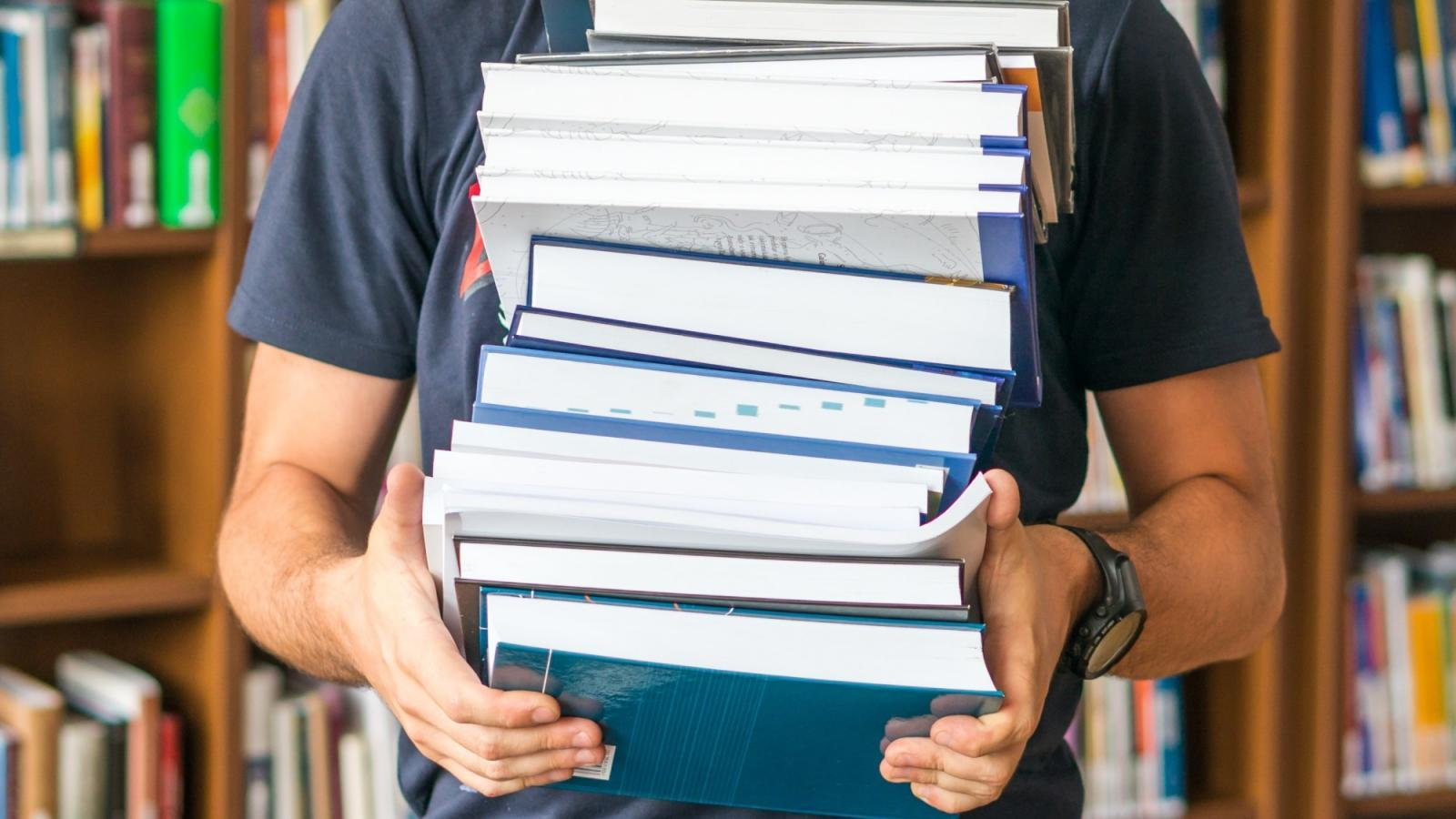Вологжанин накупил книг на чужие деньги