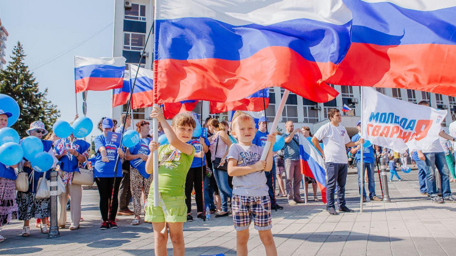 В области отметят День государственного флага