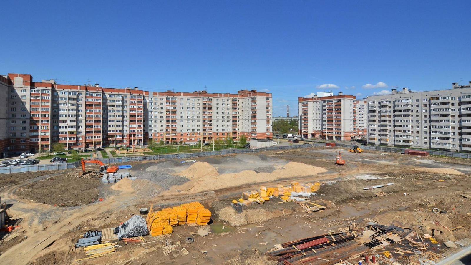 На территории школы на Северной построят футбольное поле