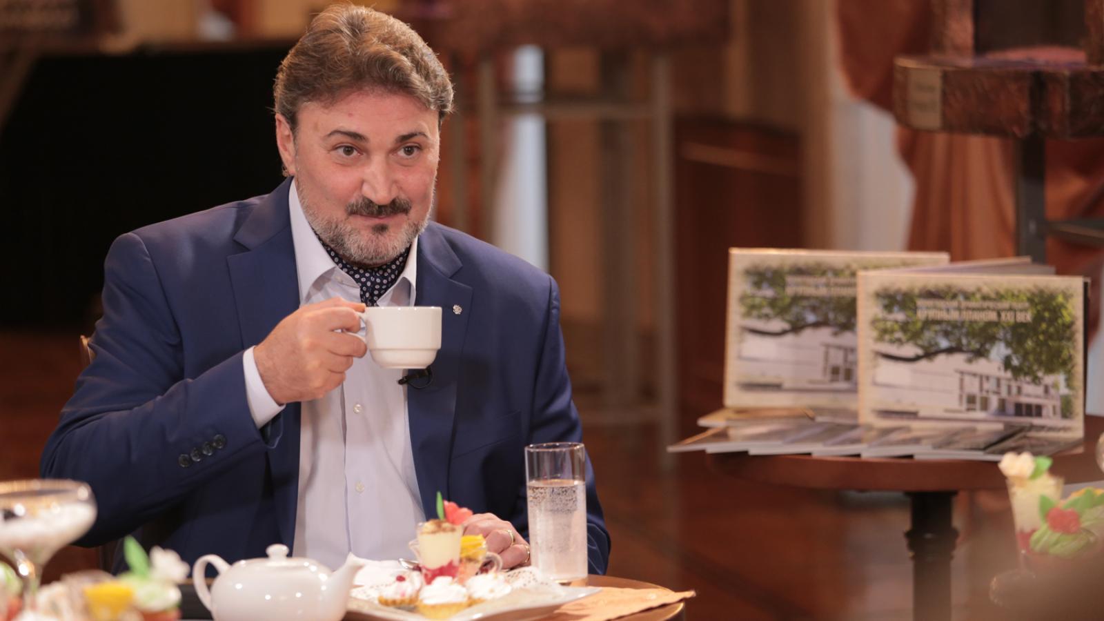 Труппа вологодского драмтеатра раскололась после секс-скандала, связанного с Зурабом Нанобашвили
