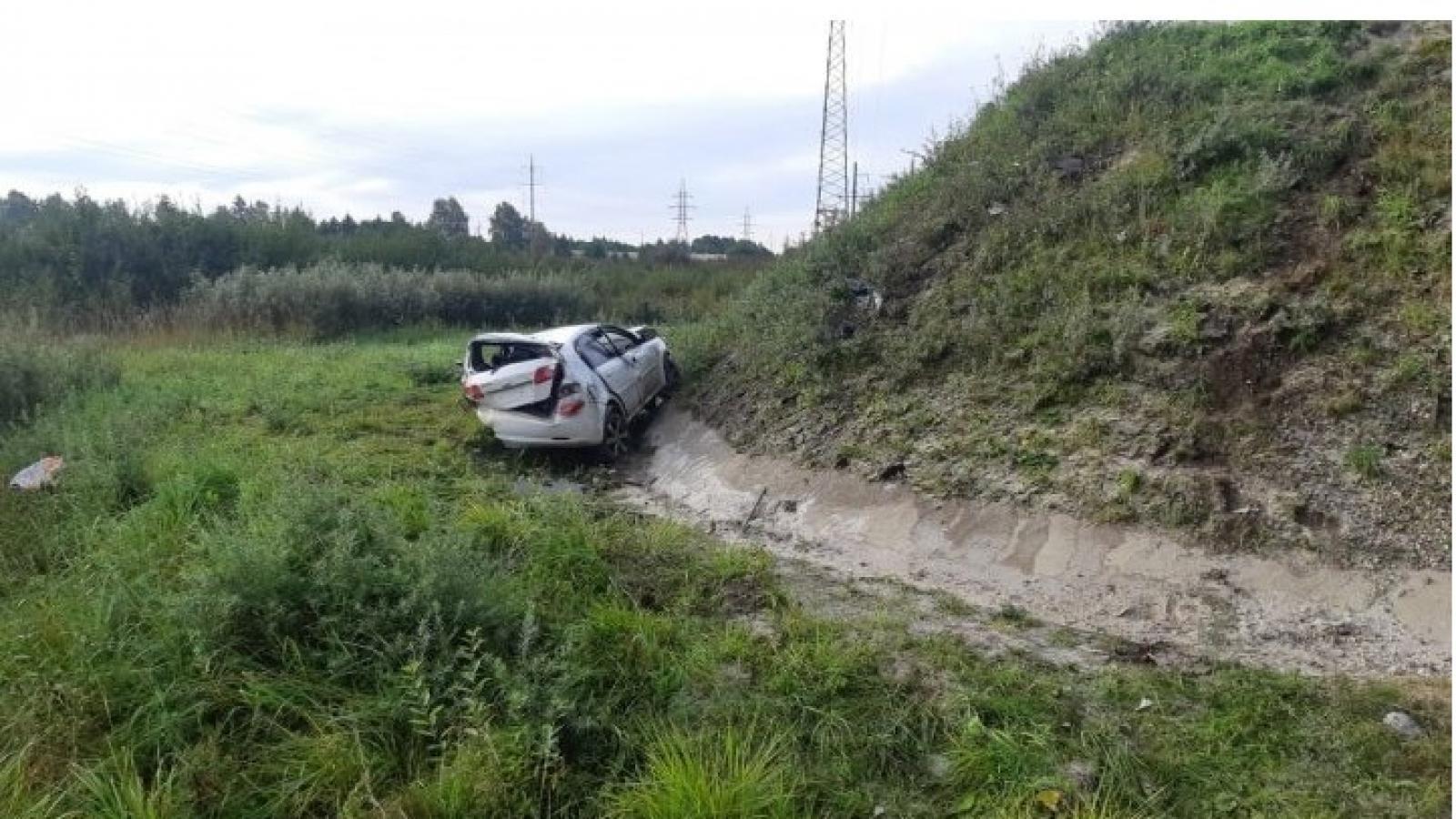 Пьяный водитель вылетел в кювет и получил серьёзные травмы