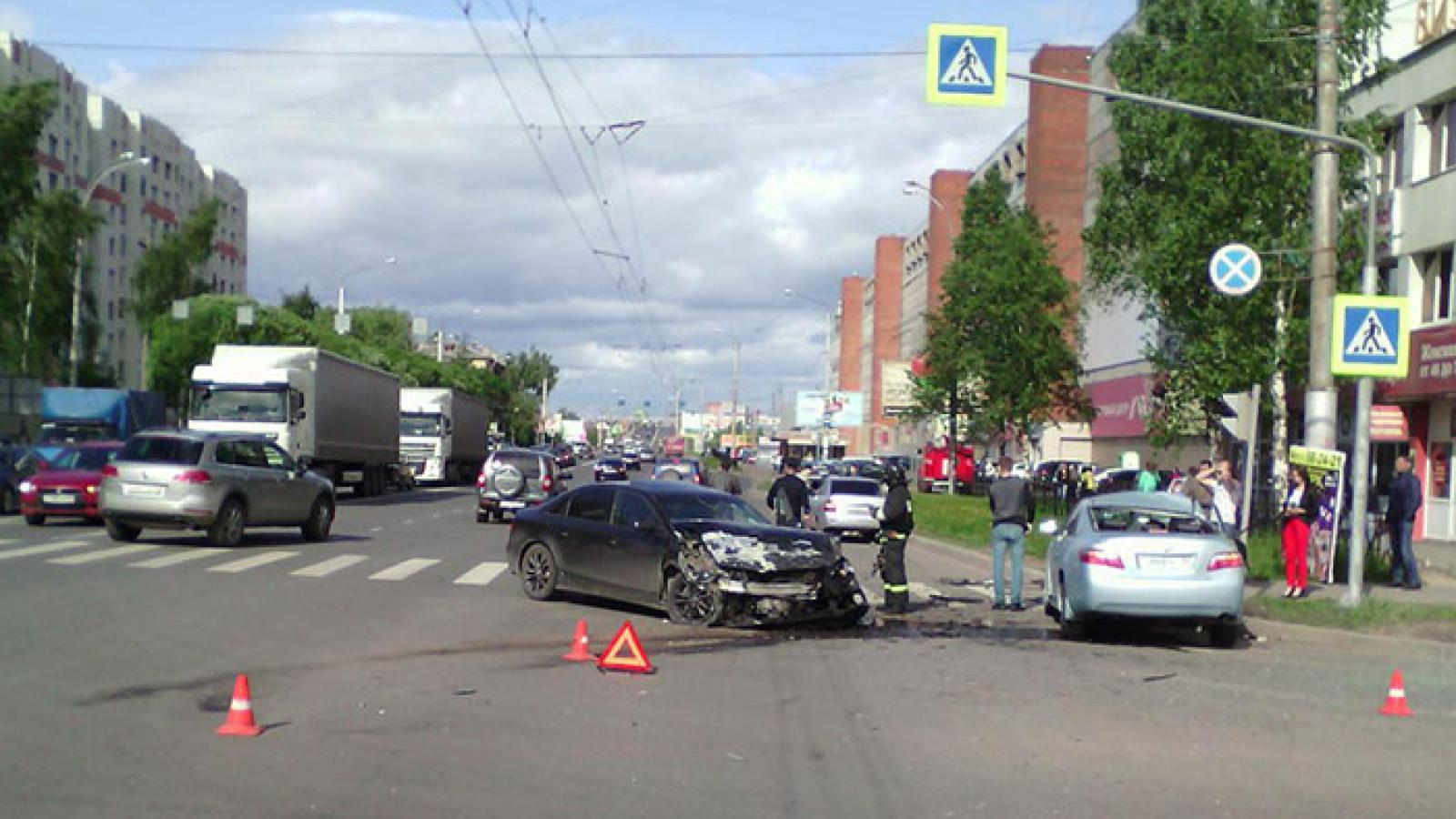«Ауди» и «Тайота» столкнулись в Вологде на Ленинградской
