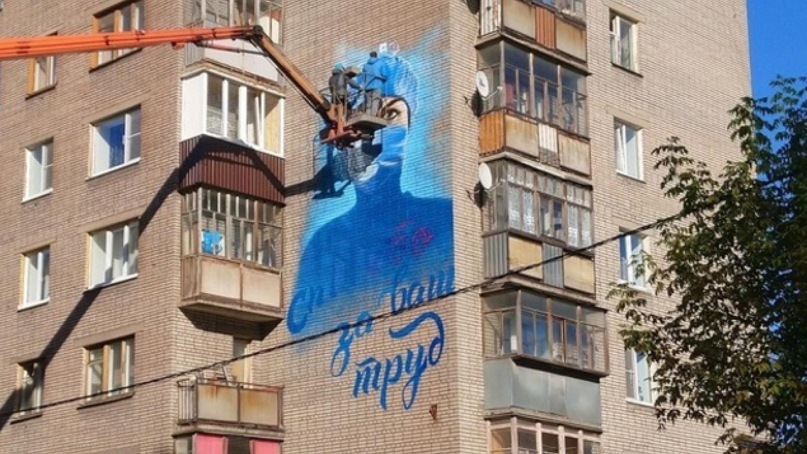 В Череповце появилось граффити с врачом