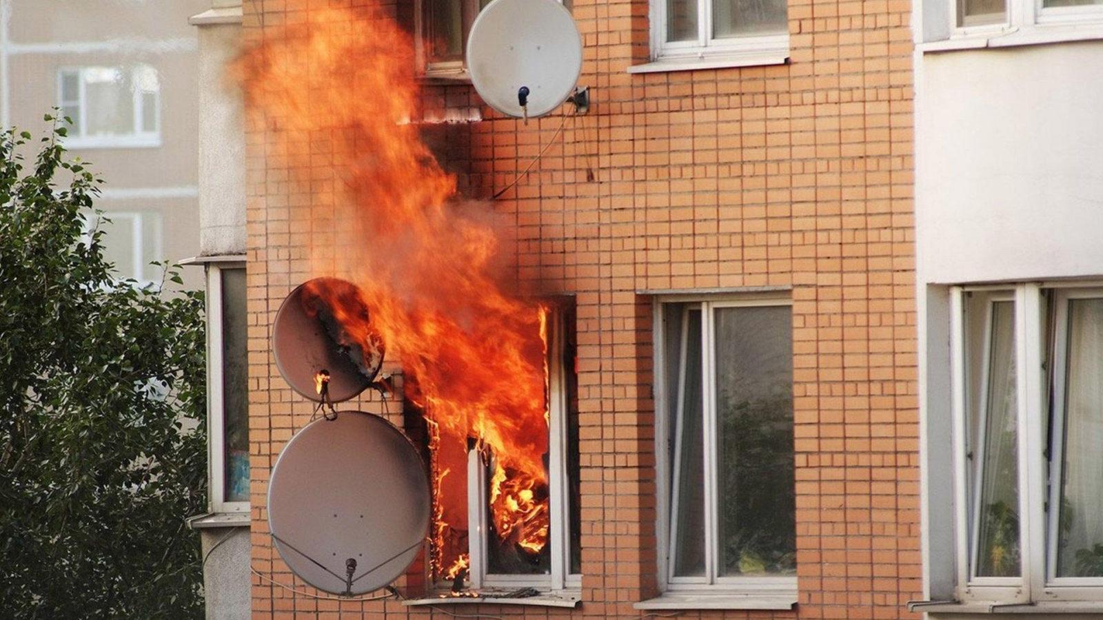 Мужчина назло жене поджёг свою квартиру