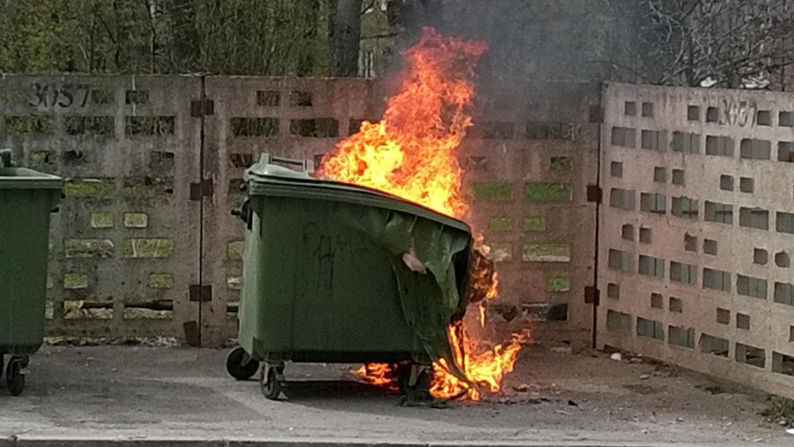Череповчане поджигают мусорные контейнеры