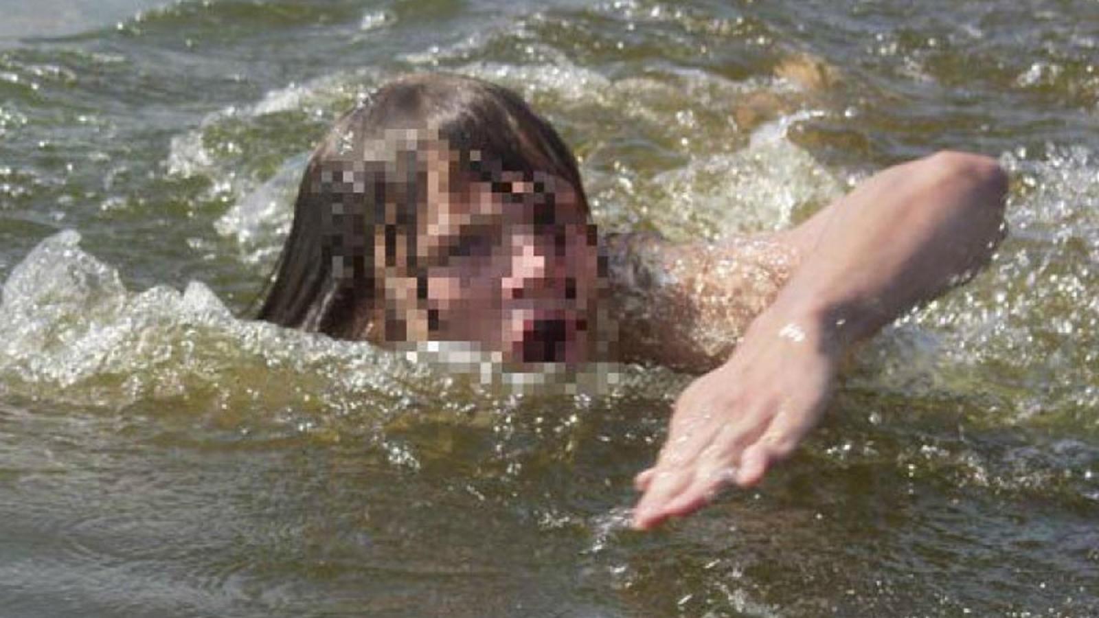 Вологжанка переплывала реку на спор и чуть не утонула