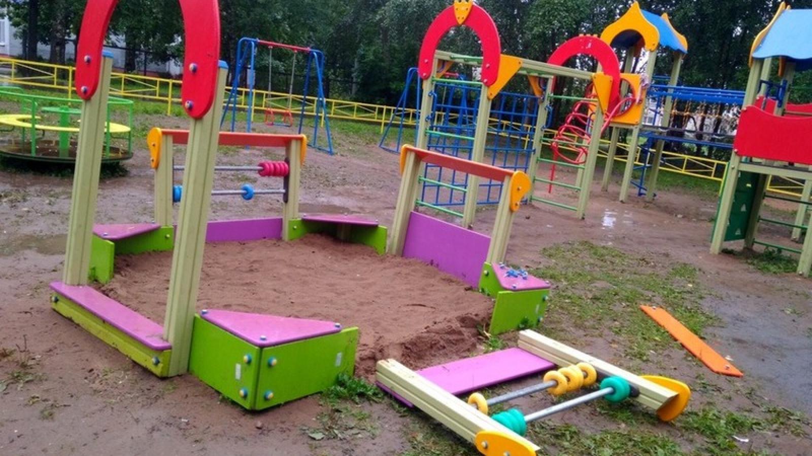 В Череповце нашли подростков, разгромивших детскую площадку