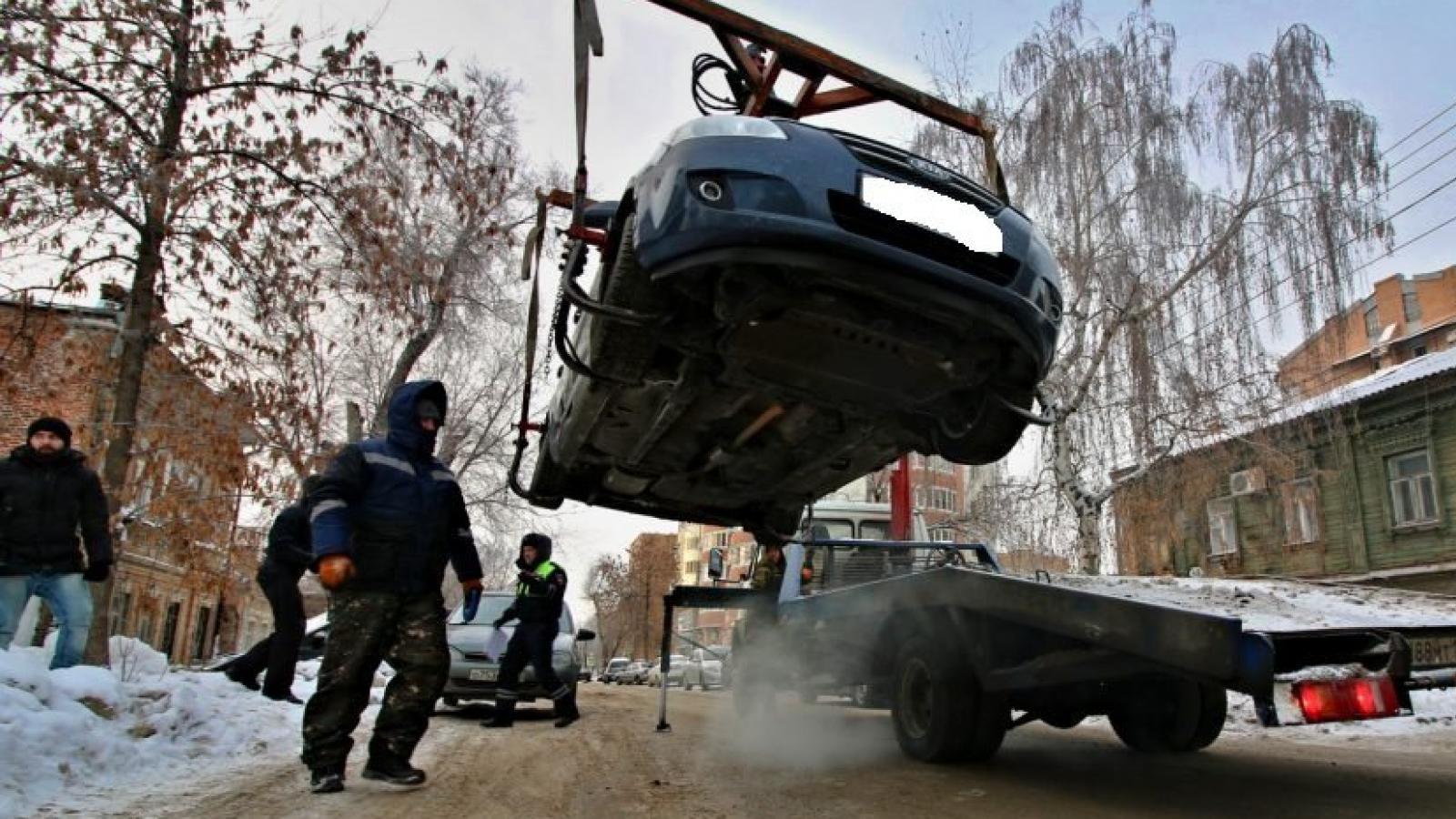 В Вологде массово эвакуируют машины