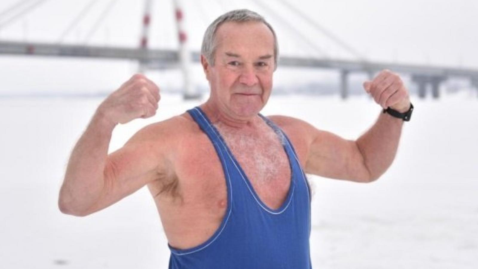 Череповчанин больше 30 лет ходит зимой в майке
