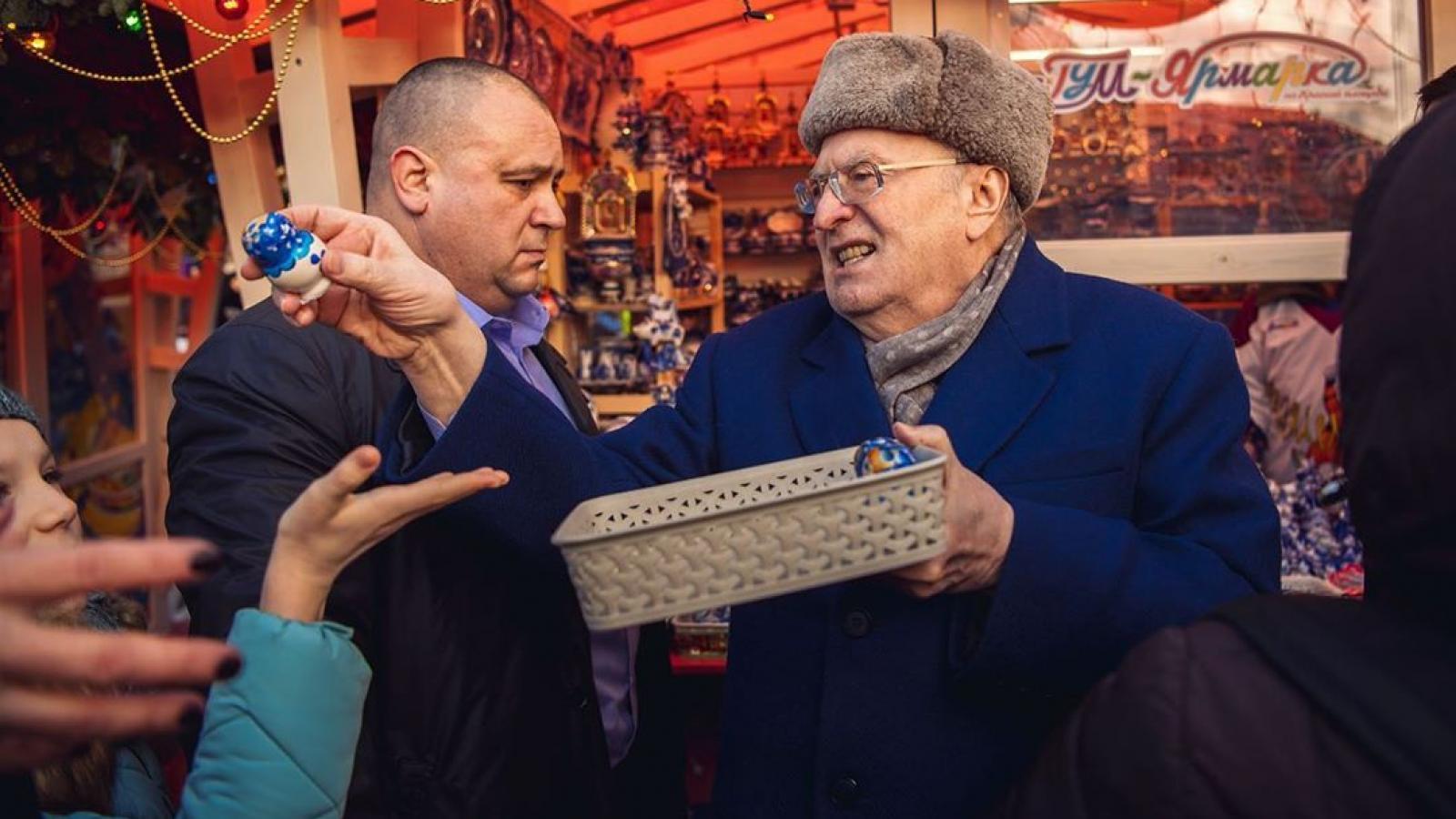 Жириновский открыл «фуд-корт» на Красной площади